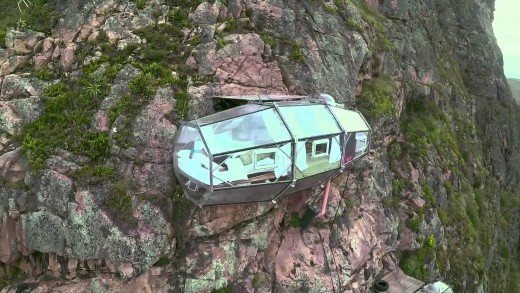 Hotel hangs 400-feet off the side of a mountain